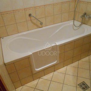 Plastic/acrylic Bathtub